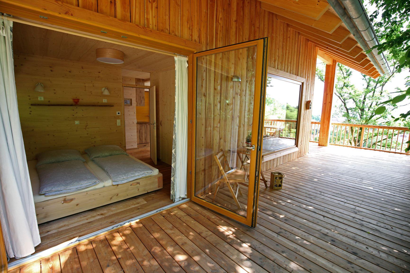 Baumhaus mit Roll-Bett